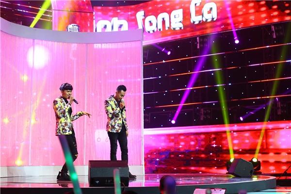 Lê Linh - Lê Tiến biểu diễn trên sân khấu Tuyệt Đỉnh Song Ca.