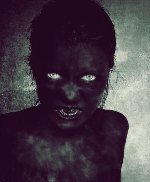 Cả thế giới chỉ còn lại một màu đen u tối.
