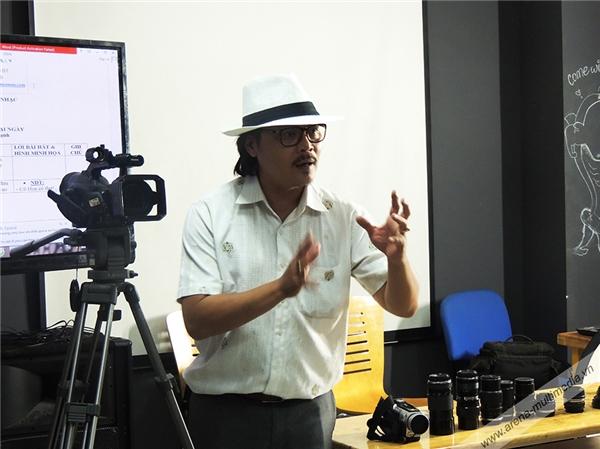 Đạo diễn Việt Đặng - Thạc sỹ Văn hóa Nghệ thuật; Giám đốc hãng phim Sơn An.Ông là người có hơn 20 năm hoạt động nghệ thuật với nhiều vai trò như: đạo diễn, diễn viên, quay phim.