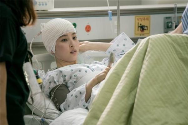 """""""Công chúa"""" Han Hye Jin trong vai bệnh nhân"""