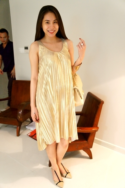 Cô lựa chọn trang phục váy suông dáng dài nhằm khắc phục cảm giác nặng nề khi mang thai. - Tin sao Viet - Tin tuc sao Viet - Scandal sao Viet - Tin tuc cua Sao - Tin cua Sao