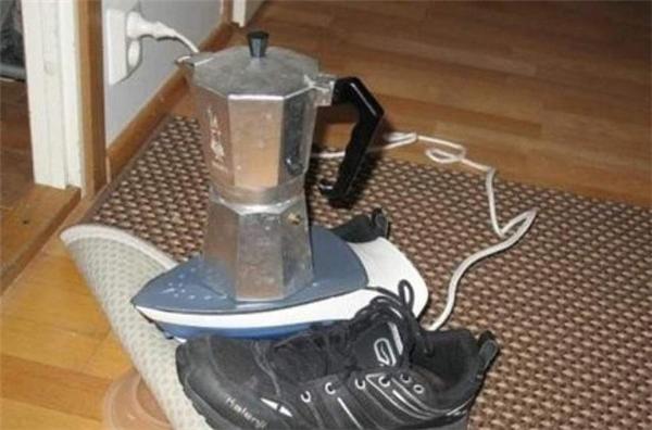 Khi bạn muốn uống nước nóng mà ấm siêu tốc bị hư.