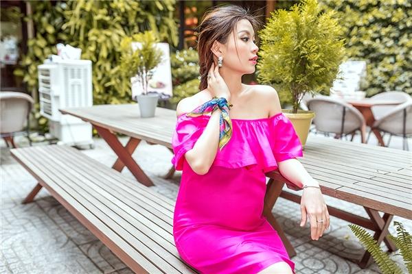 Á hậu Diễm Trang khoe vẻ đẹp viên mãn trước ngày sinh nở
