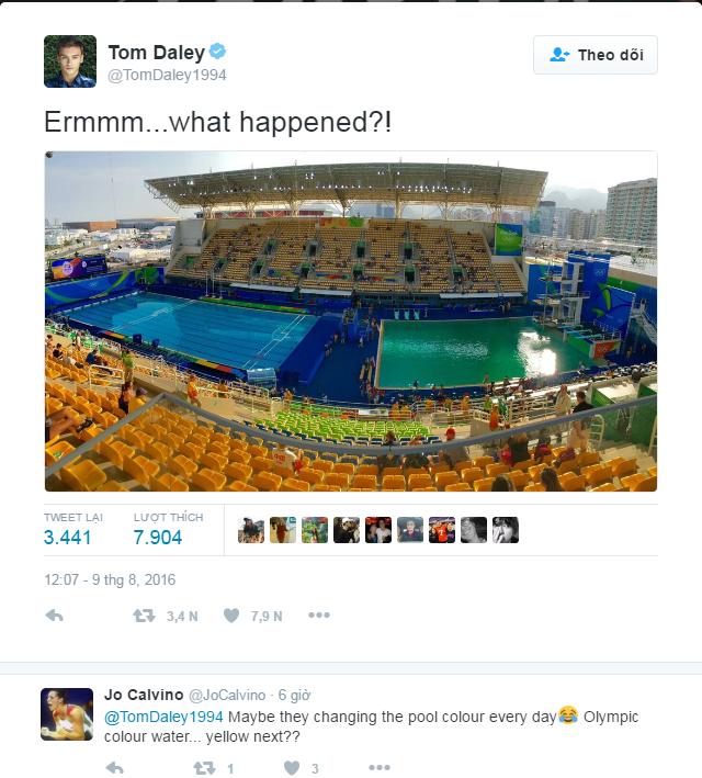 """Sau khi Tom Daley đăng tấm ảnh hồ bơi xanh lá lên, một VĐV khác đã vào bình luận hài hước: """"Biết đâu người ta đổi màu hồ bơi mỗi ngày đấy. Chắc lần tới nước hồ bơi Olympic sẽ chuyển sang... màu vàng?"""""""