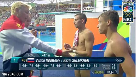Đỏ mặt với loạt ảnh ngỡ như lộ hàng của trai đẹp Olympic 2016