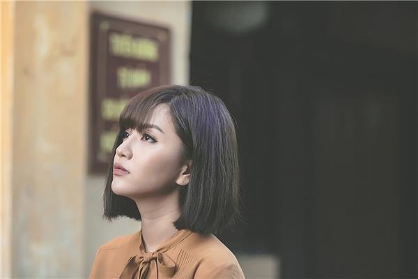 Tiết lộ thêm về ca khúc Gửi anh xa nhớ, Bích Phương cho biết côđã chọn dòng nhạc Pop kết hợpdân ca cổ truyền cho lần trở lại này.