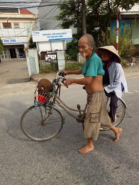 cụ già hạnh phúc