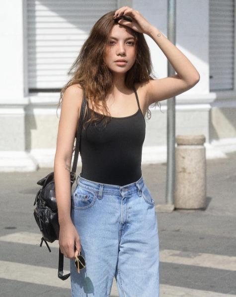 Ý Nhi là người mẫu ảnh quen thuộc của các cửa hàng thời trang nhờ gương mặt thu hút.