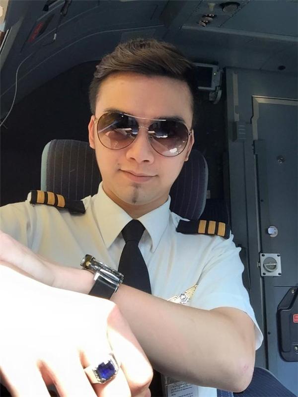 Diễn viên nhí nổi tiếng nay là phi công kể về biến cố đen tối đầu đời
