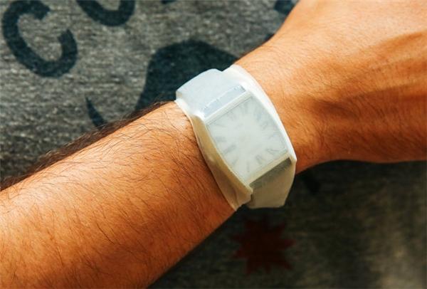 Nhớ bảo vệ cả đồng hồ của mình nữa nhé.