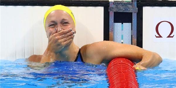 Kình ngư Sarah Sjostrom của đội tuyển Thụy Điển vào giây phút giành huy chương vàng hạng mục bơi bướm 100m.(Ảnh: Cosmopolitan)