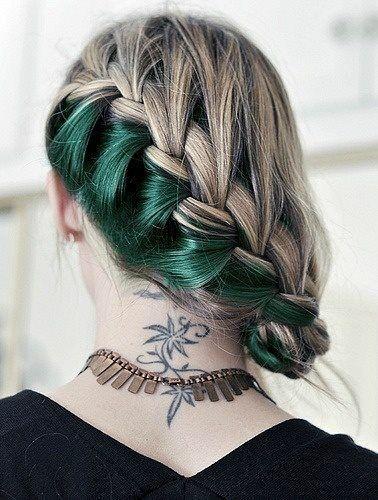 """Đây làkiểu nhuộm ombre """"giấu tóc"""" dành cho những nàng yêu thích sự độc đáo và mới lạ."""