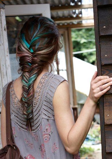 Highlightnhiều lọn tóc màu khác nhau sẽ làm cho mái tóc của bạn trở nên bớt nhàm chán.