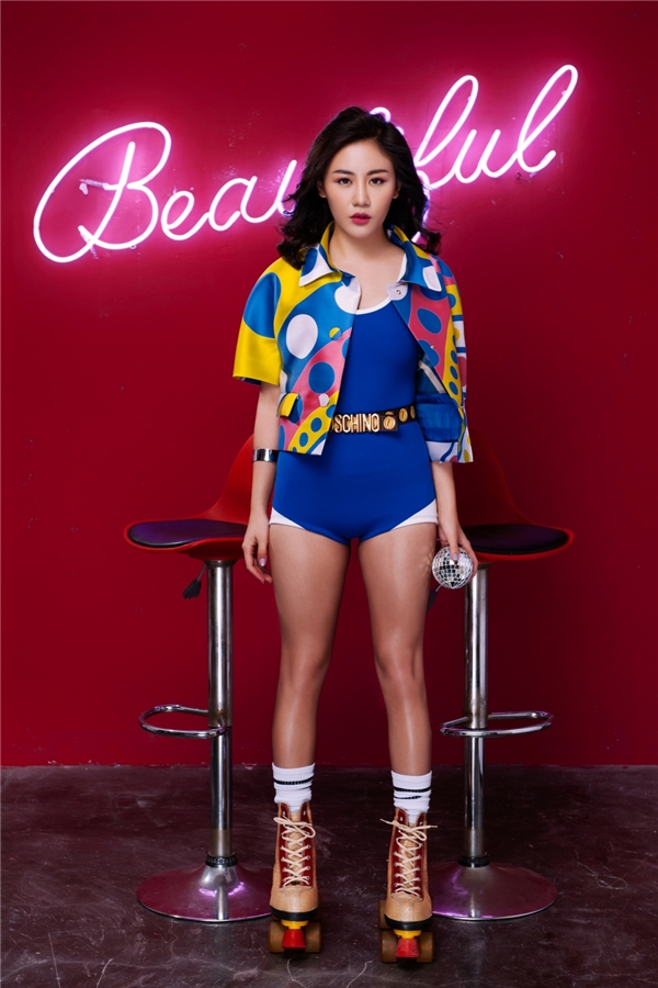 Sau 2 album và 8 single đã được phát hành, Văn Mai Hương trưởng thành dần qua nhiều hình tượng nữ tính; từ trong sáng, ngọt ngào, cho đến kiêu kỳ, quý phái.