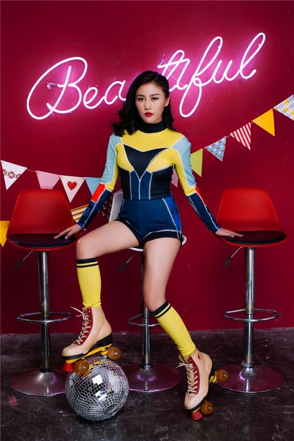 Với Beautiful, Văn Mai Hương chọn một khía cạnh hoàn toàn khác,đó làquyền được… đẹp của phái nữ.