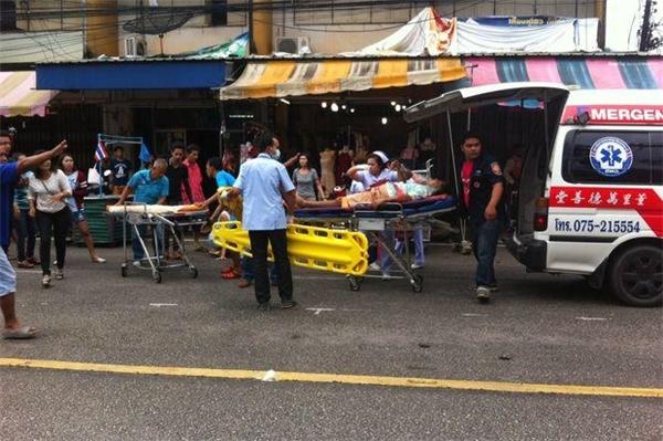Các nạn nhân được đưa đi cấp cứu ngay lập tức. (Ảnh: Bangkok Post)