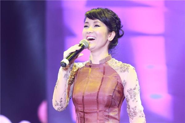 Hằng năm vào mỗi dịpthu sang, Hồng Nhung cũng muốn trở về nhà và hát bằng tất cả tình yêu nồng nàn nhất, đắm say nhất.