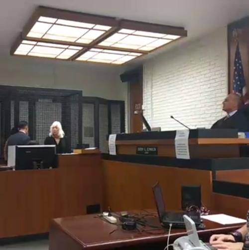 Bà Mia Yamamoto không có bất cứ động thái nào vì trước đó nữ luật sư và phía công tố đã điều đình với nhau. Nên khi vào phiên xử, hai hoạt động chính chỉ bao gồm đọc cáo trạng và nhận tội mà không có yếu tố tranh biện nào. Quan tòa cho kết thúc phiên điều đình và đưa ra thông báo sẽ tuyên án vào ngày 16/12. - Tin sao Viet - Tin tuc sao Viet - Scandal sao Viet - Tin tuc cua Sao - Tin cua Sao