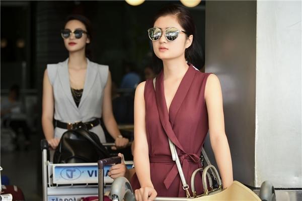Các thí sinh Hoa hậu Việt Nam 2016 tại sân bay.