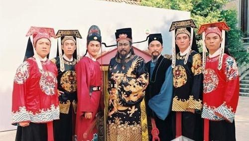 """Dương Hùng (bìa phải) từng vào vai Trương Long trong phim truyền hình """"Bao Thanh Thiên""""."""