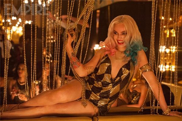 Cái điên của Harley Quinn giúp ả mang một vẻ đẹp ngọt ngào chết chóc như một li rượu độc.