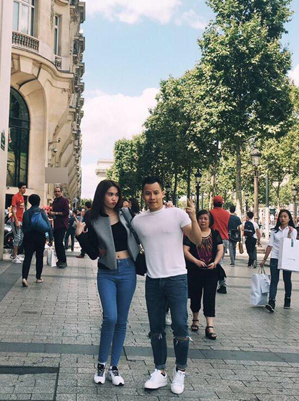 Cả hai tình tứ sải bước trên đường phố Paris. - Tin sao Viet - Tin tuc sao Viet - Scandal sao Viet - Tin tuc cua Sao - Tin cua Sao