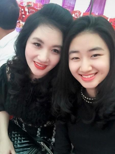 Nhiều người thậm chílầm tưởng đây là hai chị em gái. - Tin sao Viet - Tin tuc sao Viet - Scandal sao Viet - Tin tuc cua Sao - Tin cua Sao