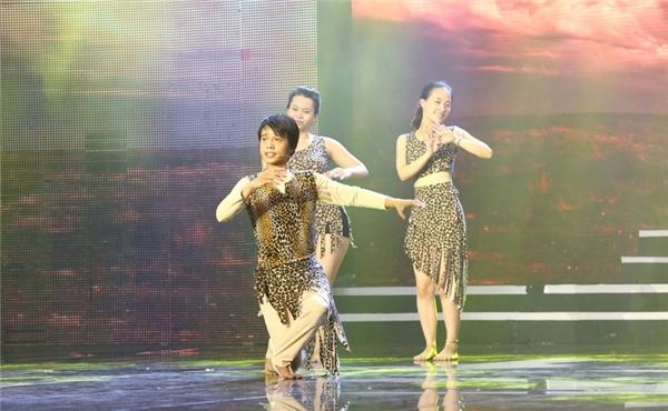 Chung kết Cười xuyên Việt 2016 sẽ được phát sóngtrực tiếp vào lúc 21g ngày 12/08/2016 trên kênh truyền hìnhTHVL1, hứa hẹn sẽ mang đến những kỉ niệm khó quên trong lòng khán giả hâm mộ.