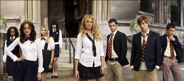 Đồng phục của các trường học ở Mỹ không có bất cứ khuôn mẫu nào, các học sinh được thoải mái sáng tạo trang phục của mình dựa trên khuôn mẫu có sẵn hoặc tự lựa chọn trang phục cho mình, thường là áo T-shirt và quần jeans.