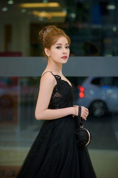 Hot girl Hà thành vẫn giữ được nét ngọt ngào khi diệnchiếc đầm màu đen. - Tin sao Viet - Tin tuc sao Viet - Scandal sao Viet - Tin tuc cua Sao - Tin cua Sao