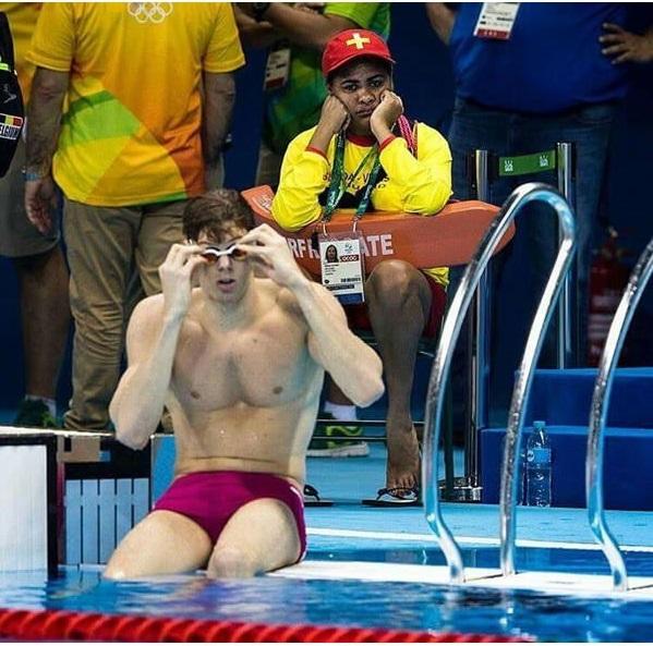 Cứu hộ dành chovận động viên bơi lội Olympic: Nghề nghiệp vô dụng nhất thế gian.