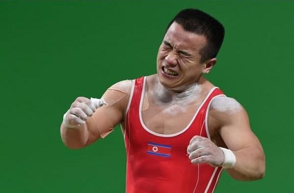 Chàng trai này chỉ giành huy chương bạc chung cuộc và đã thề sẽ quay trở lại cho chức vô địch ở kì thế vận hội kế tiếp. Không bao giờ từ bỏ sau thất bại, đó chính là tinh thần Olympic chân chính.