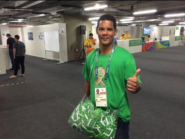 Đây chính là người hùng thật sự của Olympic: Người phân phát bao cao su đến các vận động viên. Ai biết được chuyện gì sẽ xảy ra trước buổi thi đấu chứ?