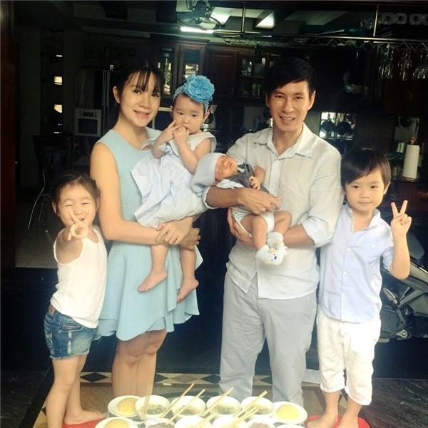 Các thành viên trong gia đình Minh Hà - Lý Hải cùng quây quầng để mừng Mio đầy tháng. - Tin sao Viet - Tin tuc sao Viet - Scandal sao Viet - Tin tuc cua Sao - Tin cua Sao