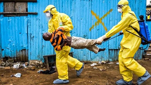 Đại dịch Ebola do chủng vius Ebola gây ra chứ không phải do các chất hóa học như bà Vanga tiên đoán.