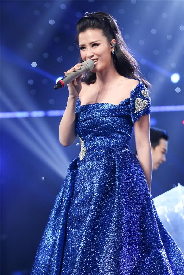 Dù chỉ ngủ được 4 tiếng trong suốt 2 ngày vừa qua nhưng Đông Nhi vẫn rạng rỡ và khiến sân khấu Vietnam Idol 2016 bùng nổ. - Tin sao Viet - Tin tuc sao Viet - Scandal sao Viet - Tin tuc cua Sao - Tin cua Sao