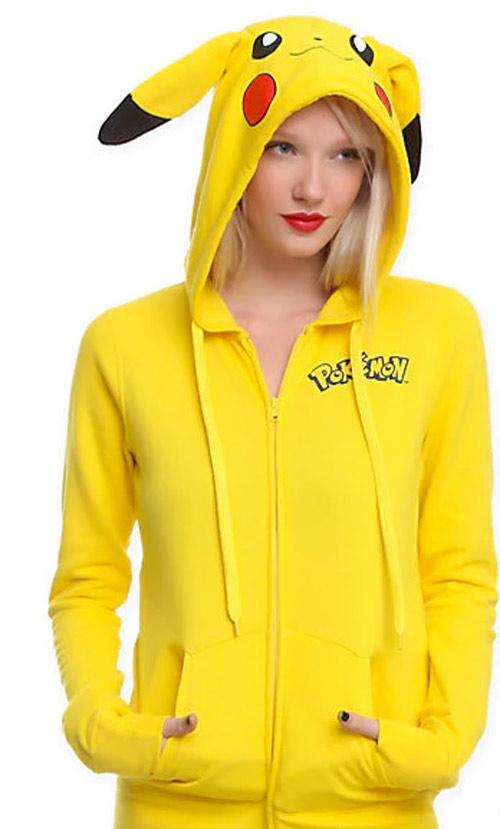 Chiếc áo khoác dánghoodie Pikachu như thế này sẽ khiến bạn nổi bật hơn giữa đám đông.