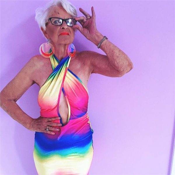 bà ngoại xì tin