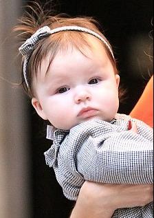 Sinh ra trong một gia đình nổi tiếngvà giàu có bậc nhất, cô bé Harper Seven Beckhamnhận được nhiều chú ý ngay từ khi còn trong bụng mẹ.