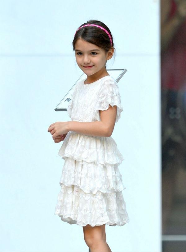 Dù mới chỉ 10 tuổi nhưngcô béSuri Cruisetoát lên một nét đẹpquyến rũ và nữ tính.