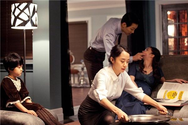 Eun Yi được tuyển chọn làm người giúp việc chính cho gia đình thượng lưu.(Ảnh: Internet)