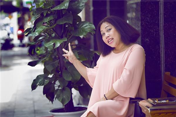 """Nữ ca sĩ Siu Black đã ra Hà Nội sớm để tham gia liveshow của nhạc sĩ Nguyễn Cường có tên """"Tuổi thơ tôi Hà Nội"""" tối nay, 13/8 tại Nhà hát lớn Hà Nội. - Tin sao Viet - Tin tuc sao Viet - Scandal sao Viet - Tin tuc cua Sao - Tin cua Sao"""