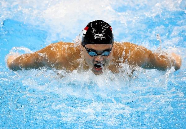 """Schooling """"vượt mặt"""" huyền thoại Phelps trong vòng loại với thành tích đáng nể."""