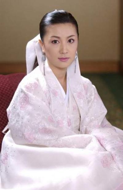 Trước khi tham gia Những công chúa nổi tiếng, cô nàng đã ra mắt công chúng trong phim Dae Chang Geum.
