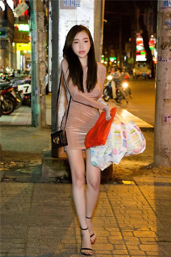 Elly Trần tự lái xế hộp, tranh thủ mua tã cho con trai - Tin sao Viet - Tin tuc sao Viet - Scandal sao Viet - Tin tuc cua Sao - Tin cua Sao