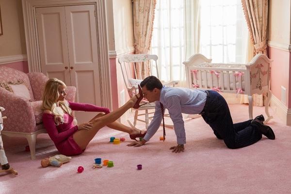 Một cảnh phim táo bạo của Margot Robbiecùng đàn anh Leonardo DiCaprio.