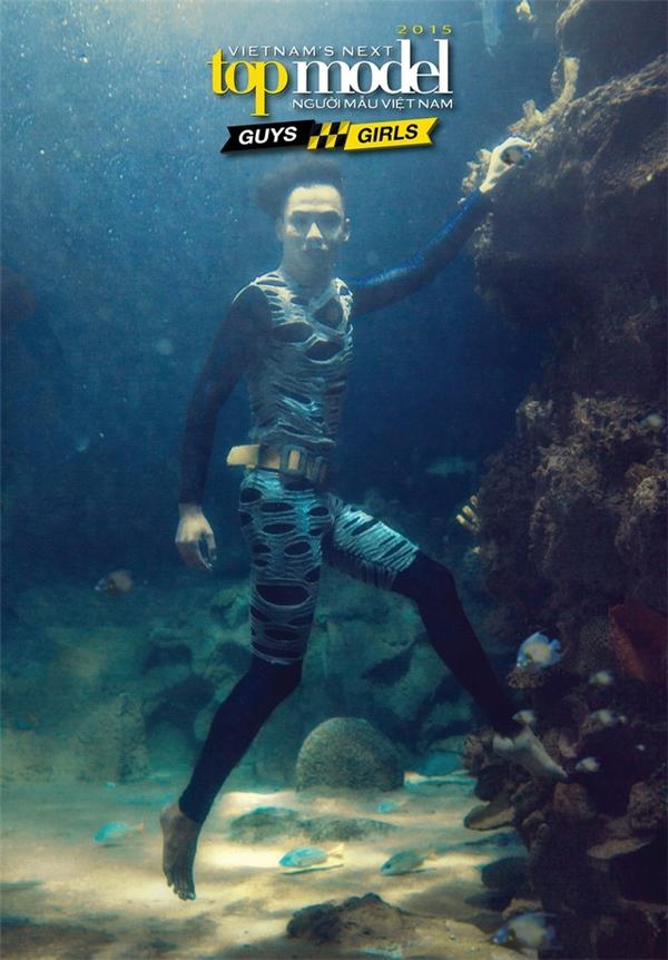 """Bộ ảnh dưới nước vào mùa giải 2015 lại bị """"ném đá"""" tơi tả khi không có tính thời trang, nghệ thuật."""