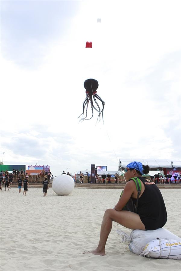 Điểm đặc biệt của Fun Beach Festival là chương trình trải dài từ trưa đến tận nửa đêmkhiến các bạn luôn có nhiều hoạt động giải trí.Đồng thời đây cũng là điểm hẹn hòlý tưởng của các nhóm bạn vào dịp cuối tuần.