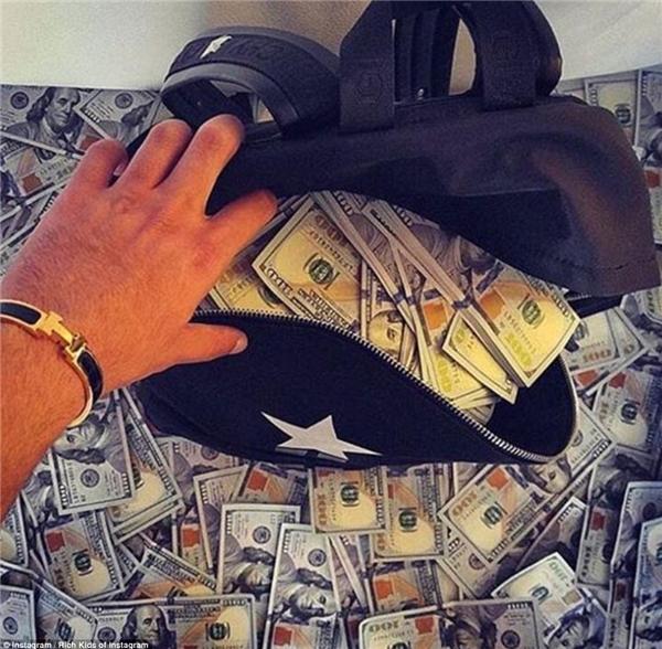 Nhiều tiền thế này, không tiêu thì… làm sao hết? (Ảnh: Rich Kids of Instagram)