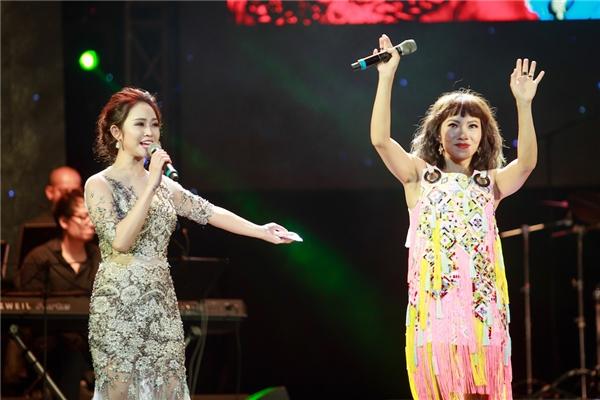 Nhận được sự tin tưởng từ BTC cũng như tình cảm từ cả 4 diva Thanh Lam, Hồng Nhung, Mỹ Linh, Trần Thu Hà, MCThùy Linh may mắn được lựa chọn làm người dẫn chương trình trong đêm nhạcGặp gỡ mùa thu.